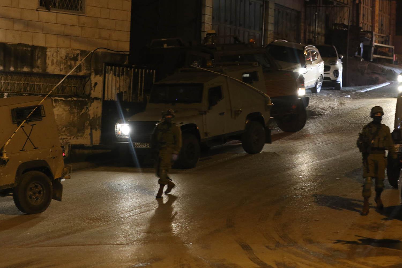 في تواصل انتهاكاته: الاحتلال يعتقل 18 مواطنا ومستوطنون يقتحمون الأقصى